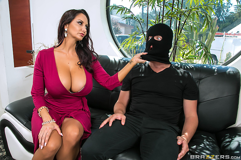 A bound nikki phoenix surrenders to scarlett fay039s hot tongue and fingers 7