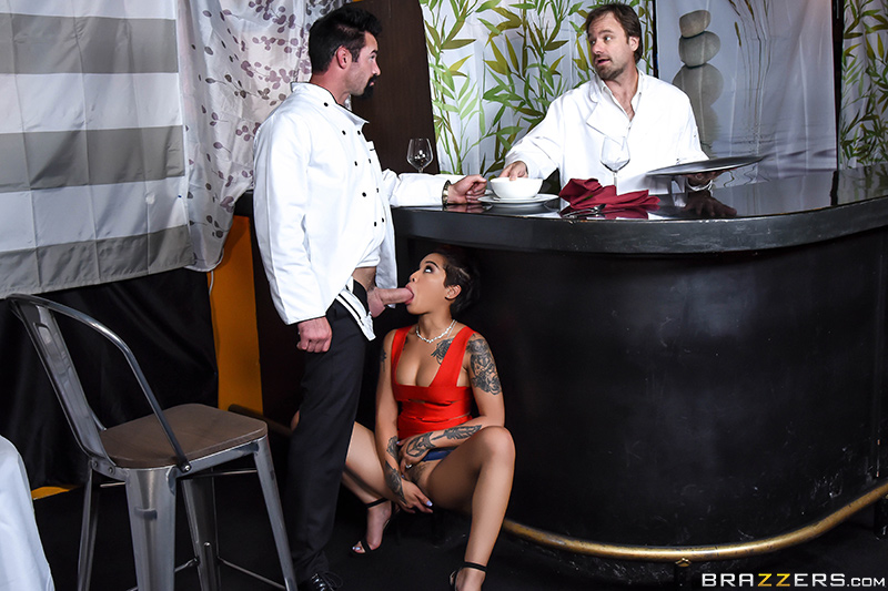 Brazzers Exxtra – Tasting The Chef – Honey Gold & Charles Dera